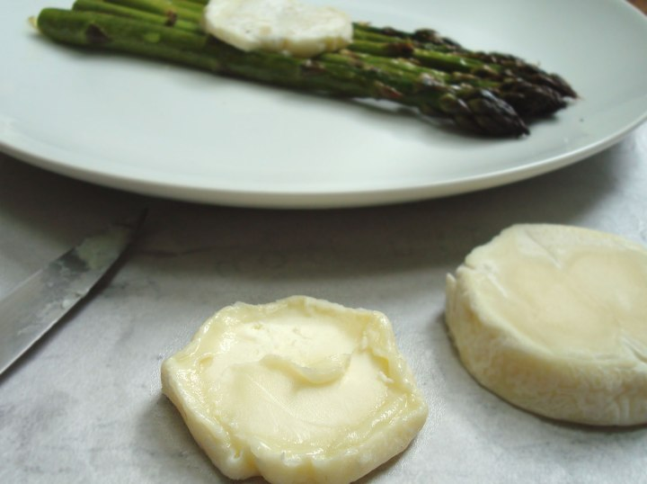 Cabecou and grilled asparagus